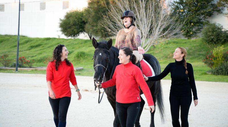 Rocío ha mejorado la atrofia muscular montando a caballo. M&J (Night Photography)
