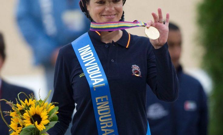 Fotografía de la FEI de María Álvarez Pontón convertida en campeona del mundo de raid
