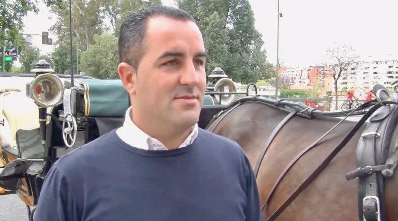 El cochero David, en un momento de la entrevista el domingo de Feria de Abril. (Vídeo: Álvaro Ochoa/Diario de Sevilla)
