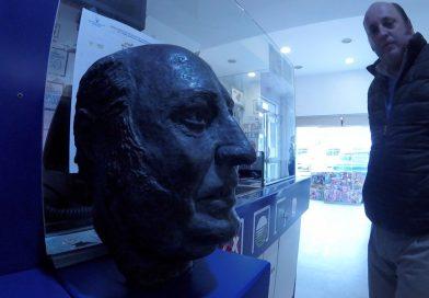 El lotero Diego Terry Osborne repartió 80 millones y hace un monumento a su calva