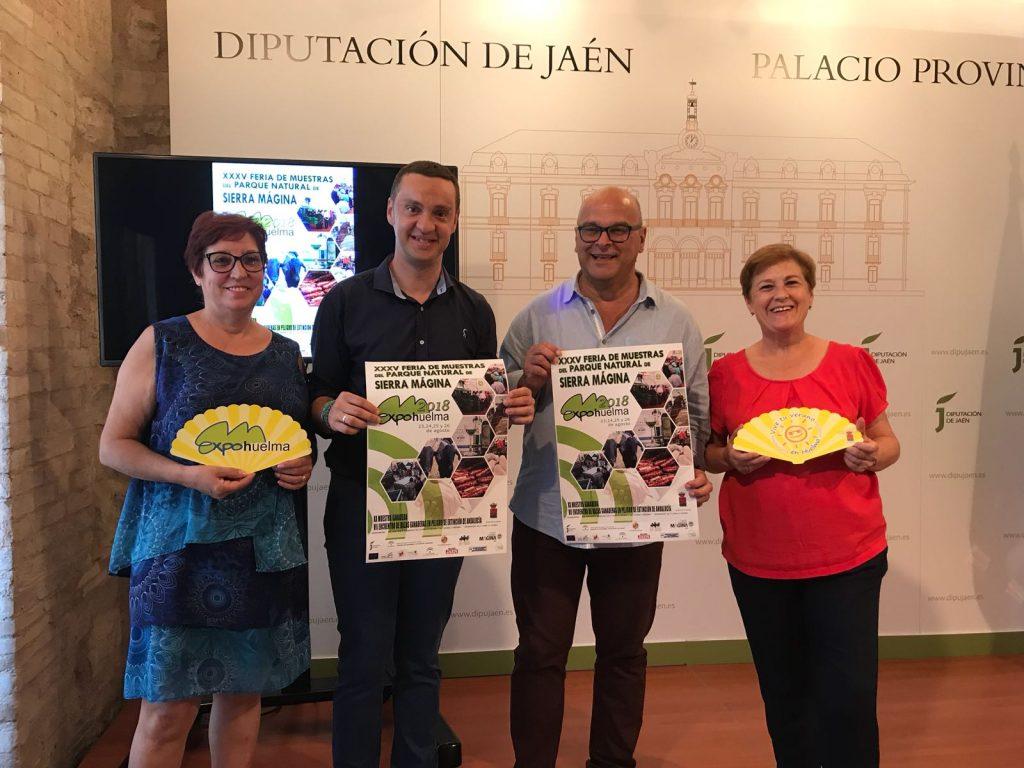 El vicepresidente segundo de la Diputación, Manuel Fernández, y el alcalde de Huelma, Francisco Manuel Ruiz, esta mañana, en el acto de presentación del cartel de Expohuelma 2018.
