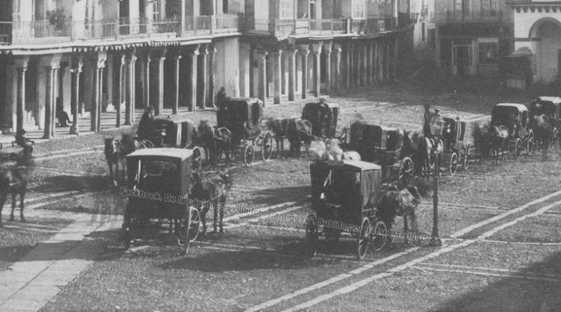Coches de punto en la Plaza de San Francisco, Sevilla, sobre 1860. Fuente: Sevilla Fotos Antiguas.